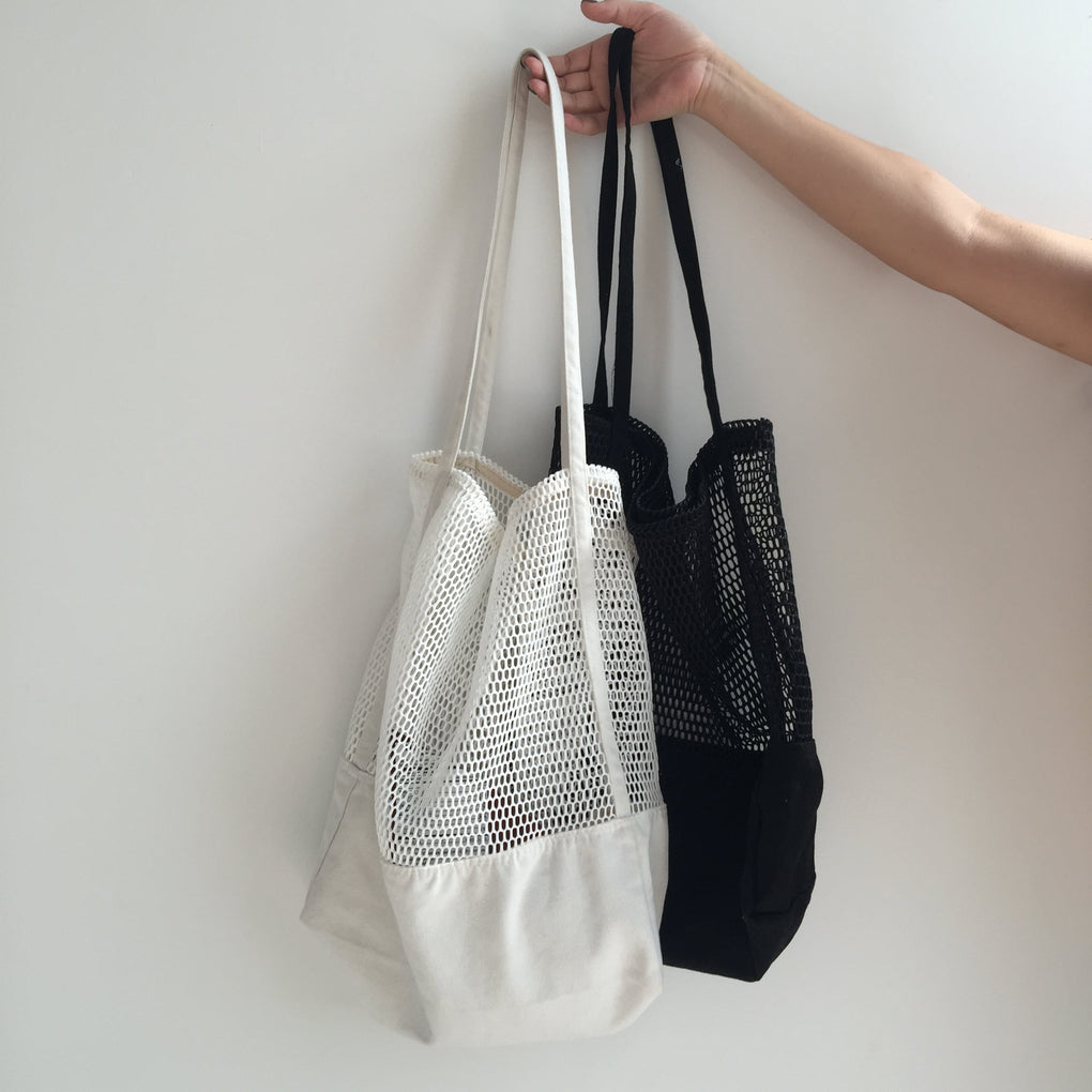 itGirl Shop SPORTISH MESH WHITE BLACK TOTE BAGS