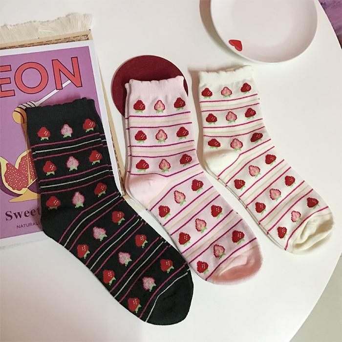 itGirl Shop SWEET STRAWBERRY THIN STRIPES CURLY EDGE SOCKS