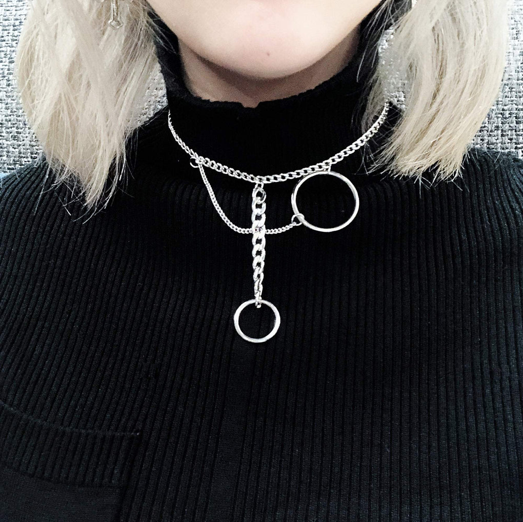 TWO METALLIC RINGS CHAINS CHOKER NECKLACE