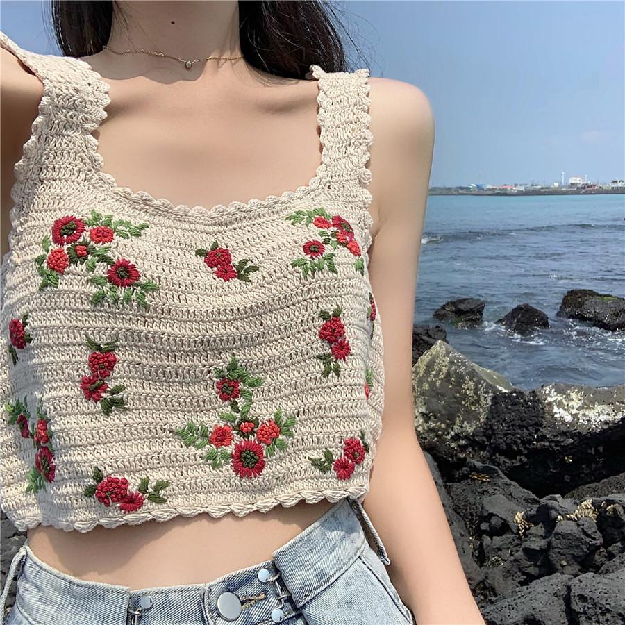 itGirl Shop VINTAGE FLOWERS EMBROIDERY PETITE KNITTED CROP TOP