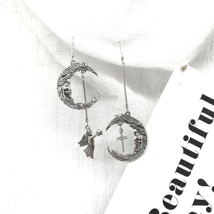 itGirl Shop VINTAGE MOON ANGEL SILVER HOOK CLIP EARRING