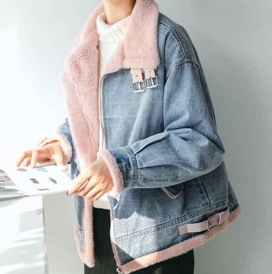itGirl Shop WHITE FAUX FUR HIGH COLLAR DENIM JACKET