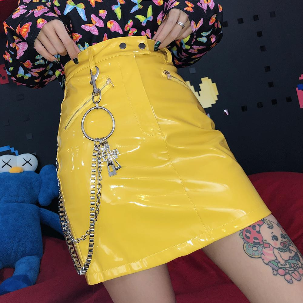 itGirl Shop YELLOW PU PATENT LEATHER CROSSES CHAINS ZIPPER SKIRT