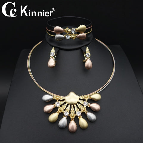 2018 new dubai Africa wave diffuse golden wedding wedding jewelry set, three color lasting color preserving high quality party