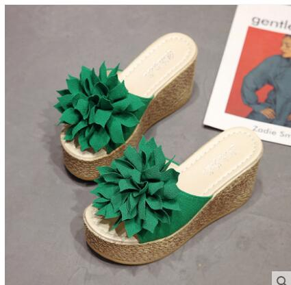 9402b0798d394 2019 New Summer Slippers Women Fashion Flowers Peep Toe Beach Shoes  Platform Sandals Ladies Shoes Non-slip Wedge Jelly Shoes