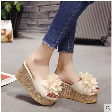b365dd018 2019 New Summer Slippers Women Fashion Flowers Peep Toe Beach Shoes  Platform Sandals Ladies Shoes Non-slip Wedge Jelly Shoes