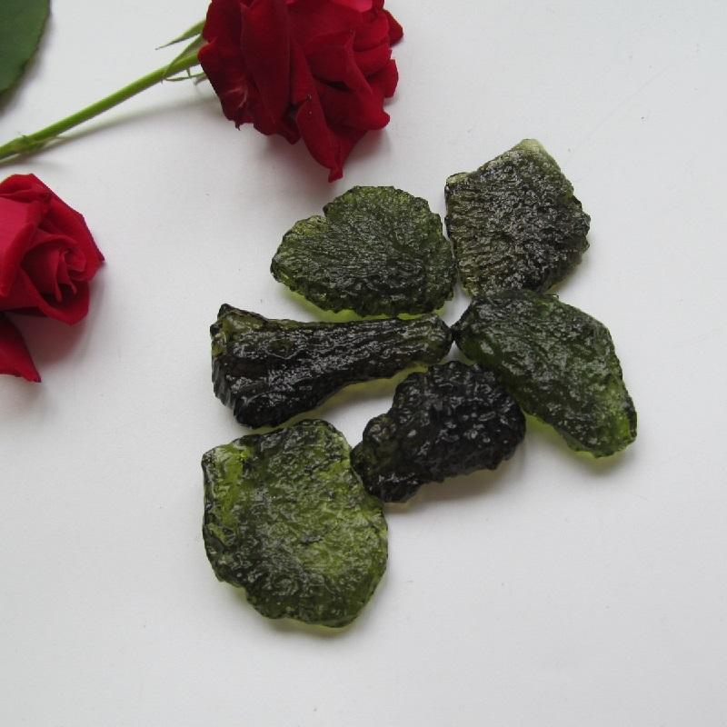 10-12g Free shipping Natural Moldavite Natural Czech meteorite fall rough stone crystal Energy stone random delivery