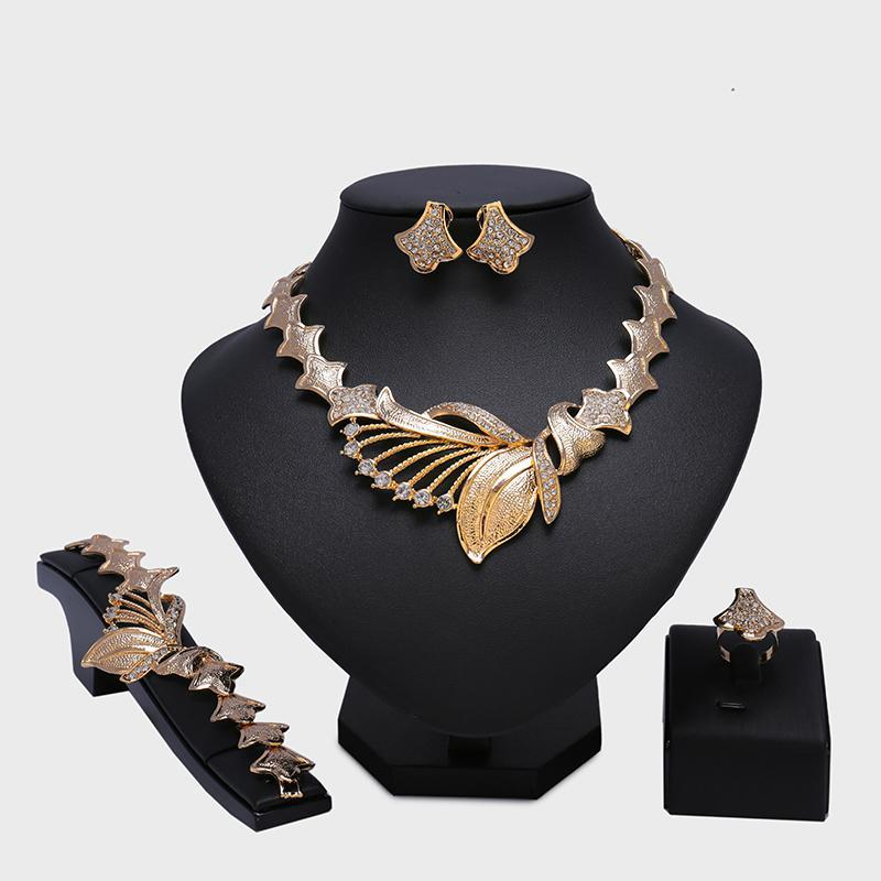 2017 Fashion New Exquisite Dubai Jewelry Set Luxury Gold color Nigerian Wedding African Beads Jewelry Wholesale Costume Designs