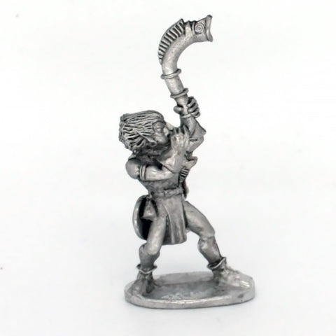 Wood Elf with musician blowing horn (0157)