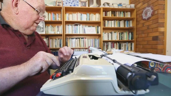 Les Murray and The Privacy of Typewriters