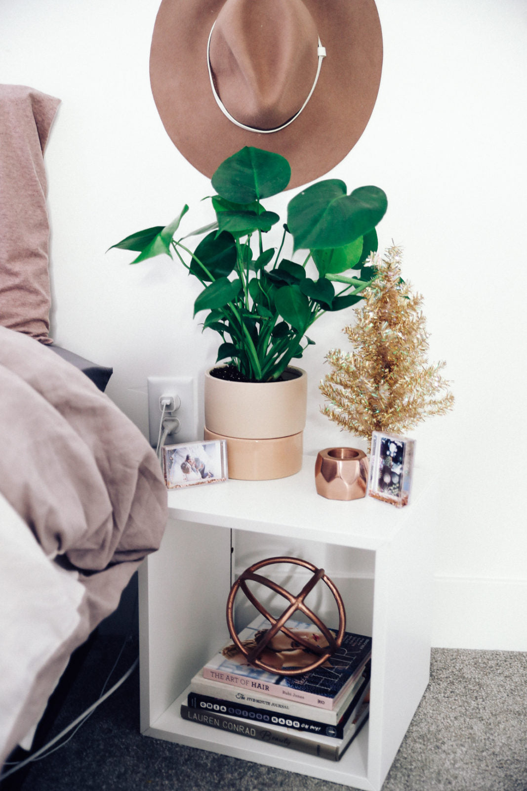 urban-outfitters-fall-winter-room-decor-makeover-ideas-35-1067x1600