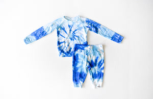 Kids tie dye loungewear set in blues: tie dye raglan and joggers