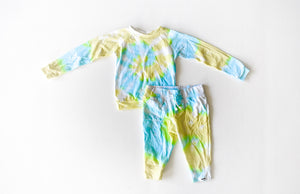 Kids tie dye loungewear set in lemon lime: tie dye raglan and joggers