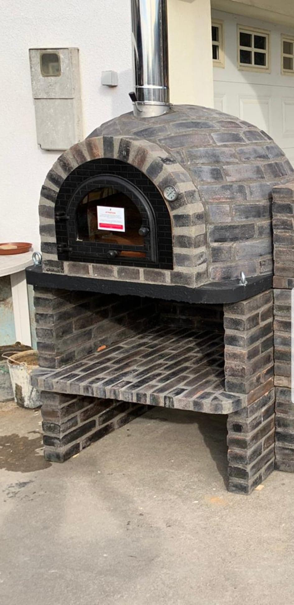 Traditional Wood Fired Brick Pizza Oven - Rústico Preto Stand