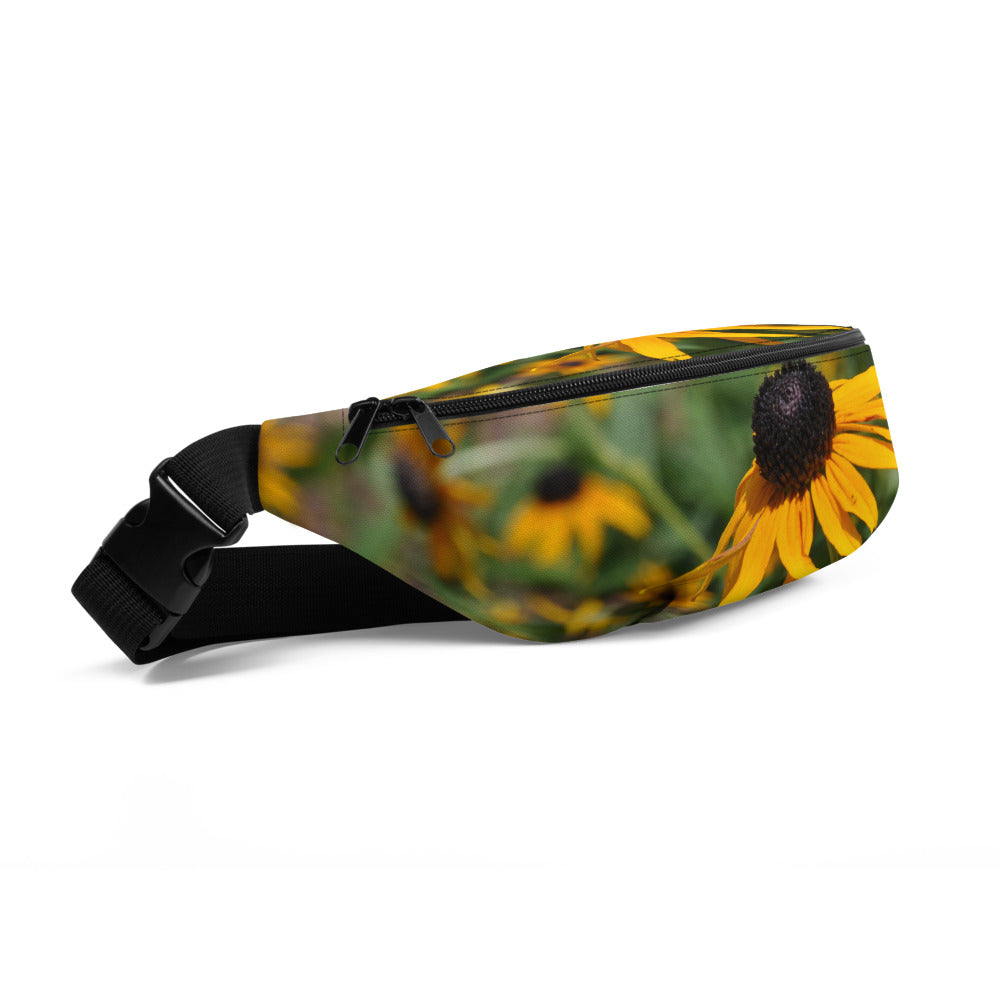 Black Eyed Susan Fanny Pack - Photograph by Alex Osborn