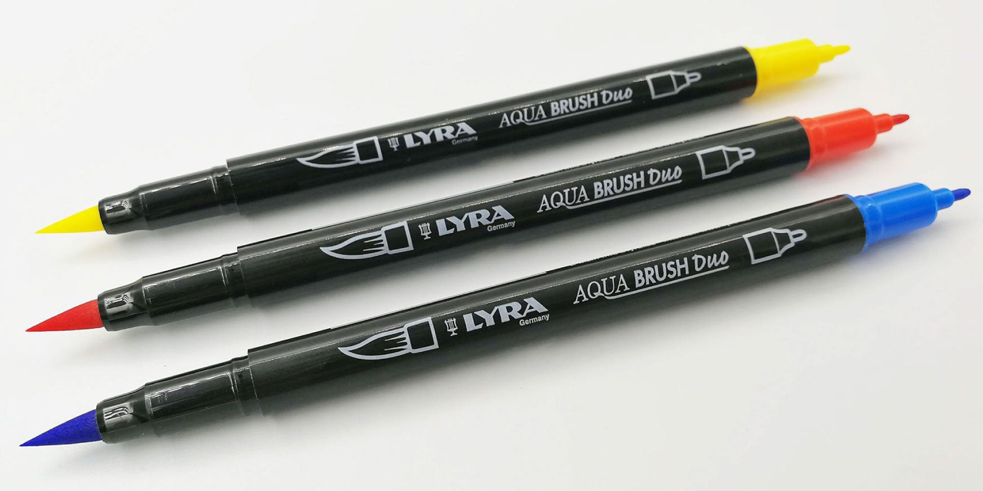 NEW IN: Individual Lyra Aqua Brush Duo pens.