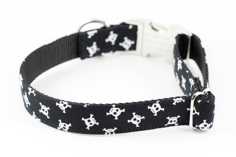 Skull and Crossbones Collar