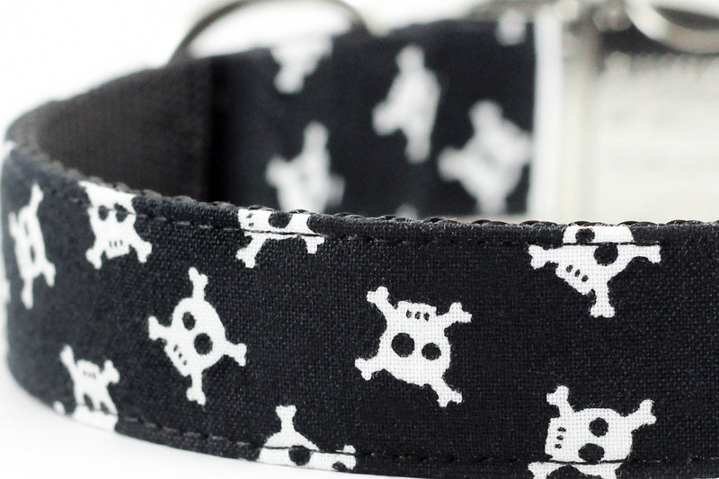 Skull and Crossbones Leash