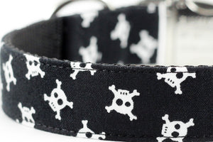 Skull and Crossbones Bowtie Collar