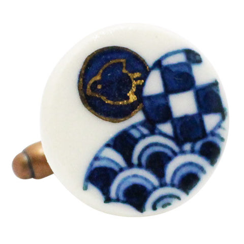 Nakagawa Pottery Cufflinks Chidori & Check & Wave CufflinksWear your Unique Pottery Cufflinks by Hikari Nakagawa. They also are perfect gifts for groomsmen, friends, and husbands! Hikari made a new style, mixing with classic Japanese Design and Pop art. These Cufflinks are hand made in Japan. The cufflinks will come in a beautiful cufflink box.