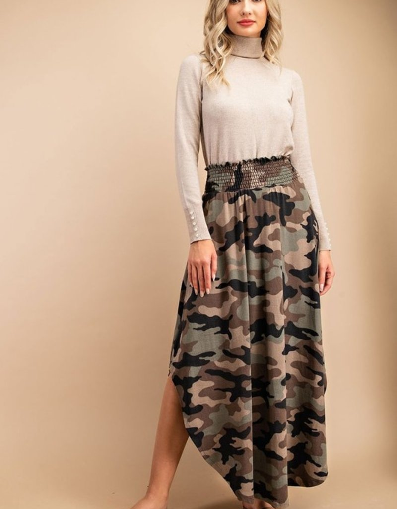 EESOME SMOCKED MAXI SKIRT OLIVE CAMO