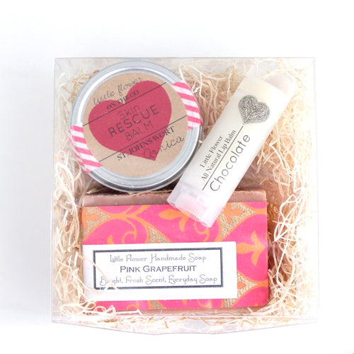THE LITTLE FLOWER SOAP COMPANY VALENTINES DAY MEDIUM SIZE SPA SET