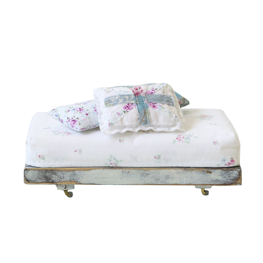 Dollhouse Furniture - Folk Bed With Cushions