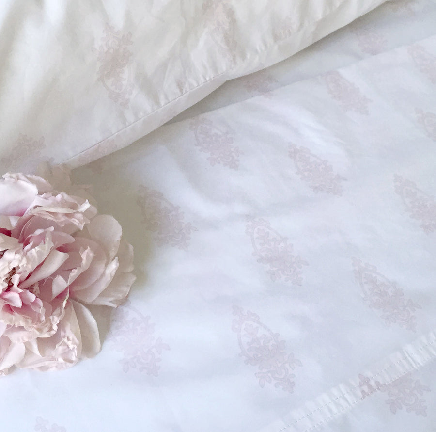 Chandelier Crest Pink Sheets & Shams