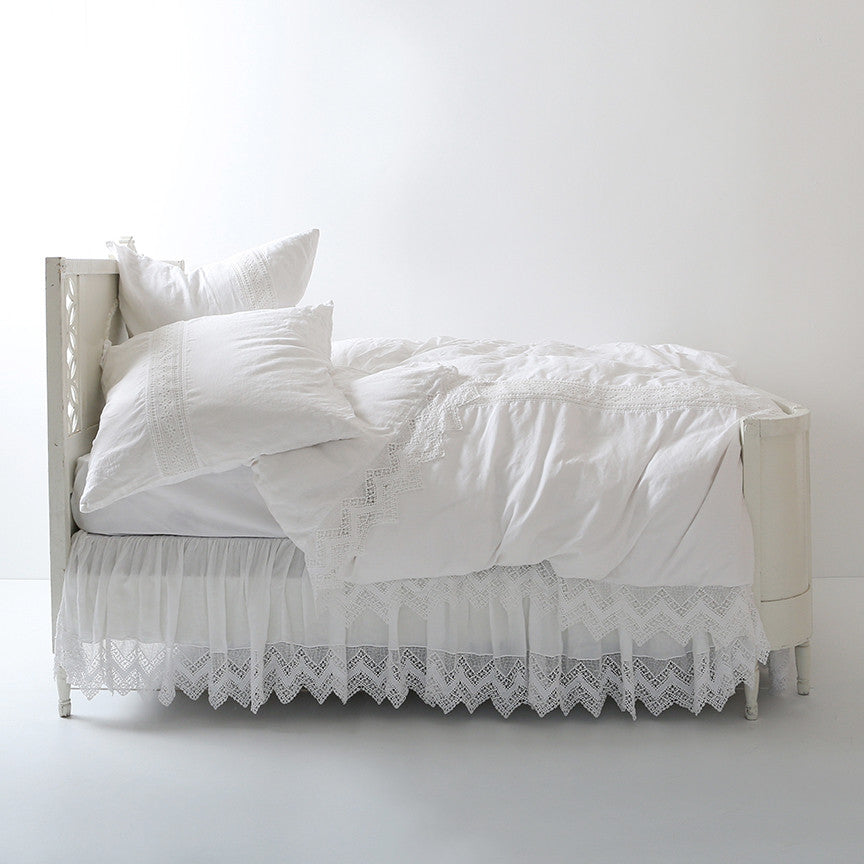 30% OFF White Cluny Lace Bedding