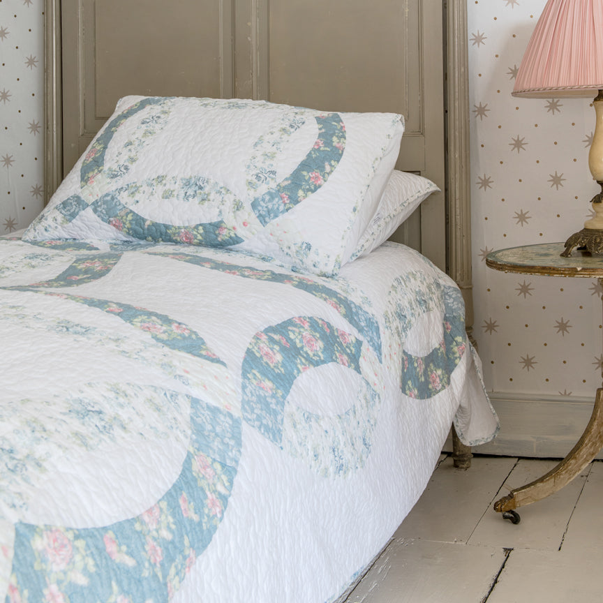Shabby Chic™ Bedding Collection - Wedding Ring Quilt Set - Online Exclusive