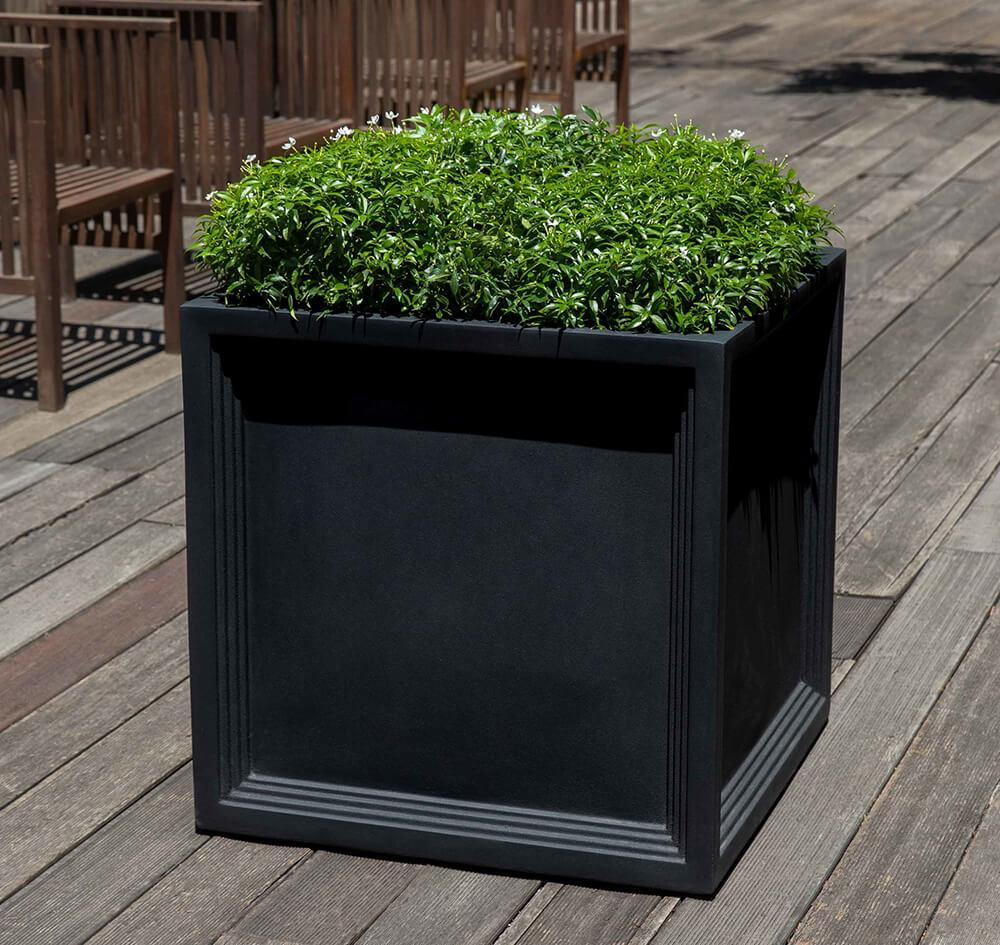 Sandhurst Planter in Onyx