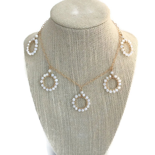 Daisy Circles Necklace ~ mother of pearl