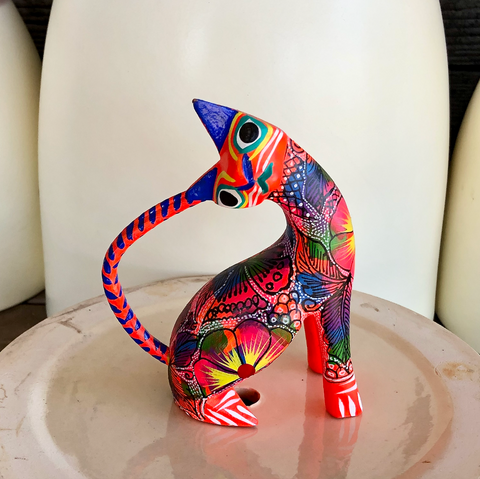 Stretching Kitty Alebrije - Medium