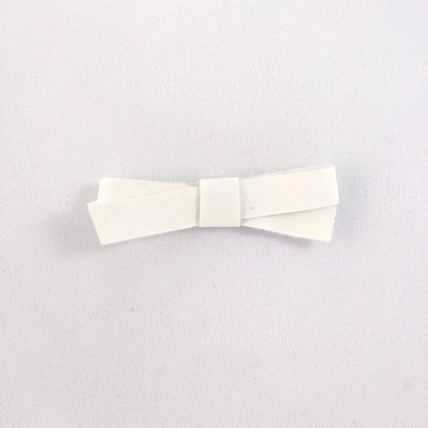 Audrey White Leatherette Bow Hair Clip