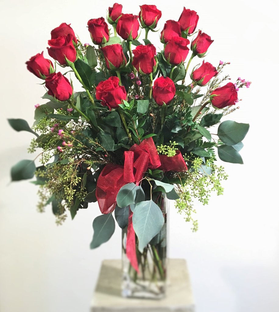 18 roses in a vase swenson silacci flowers 18 roses in a vase reviewsmspy