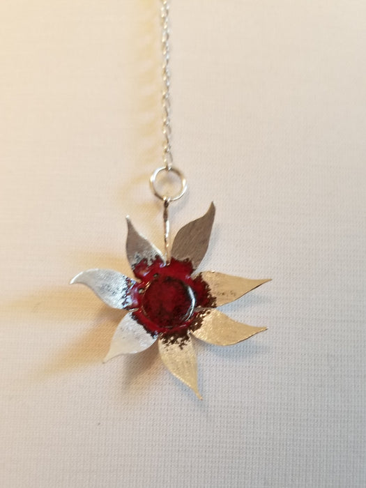 Drop flower necklace with red centre