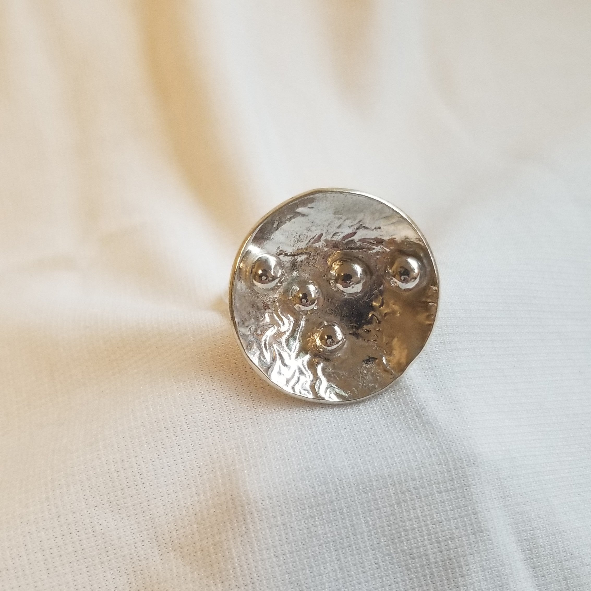 Concaved Circle Ring with ball design