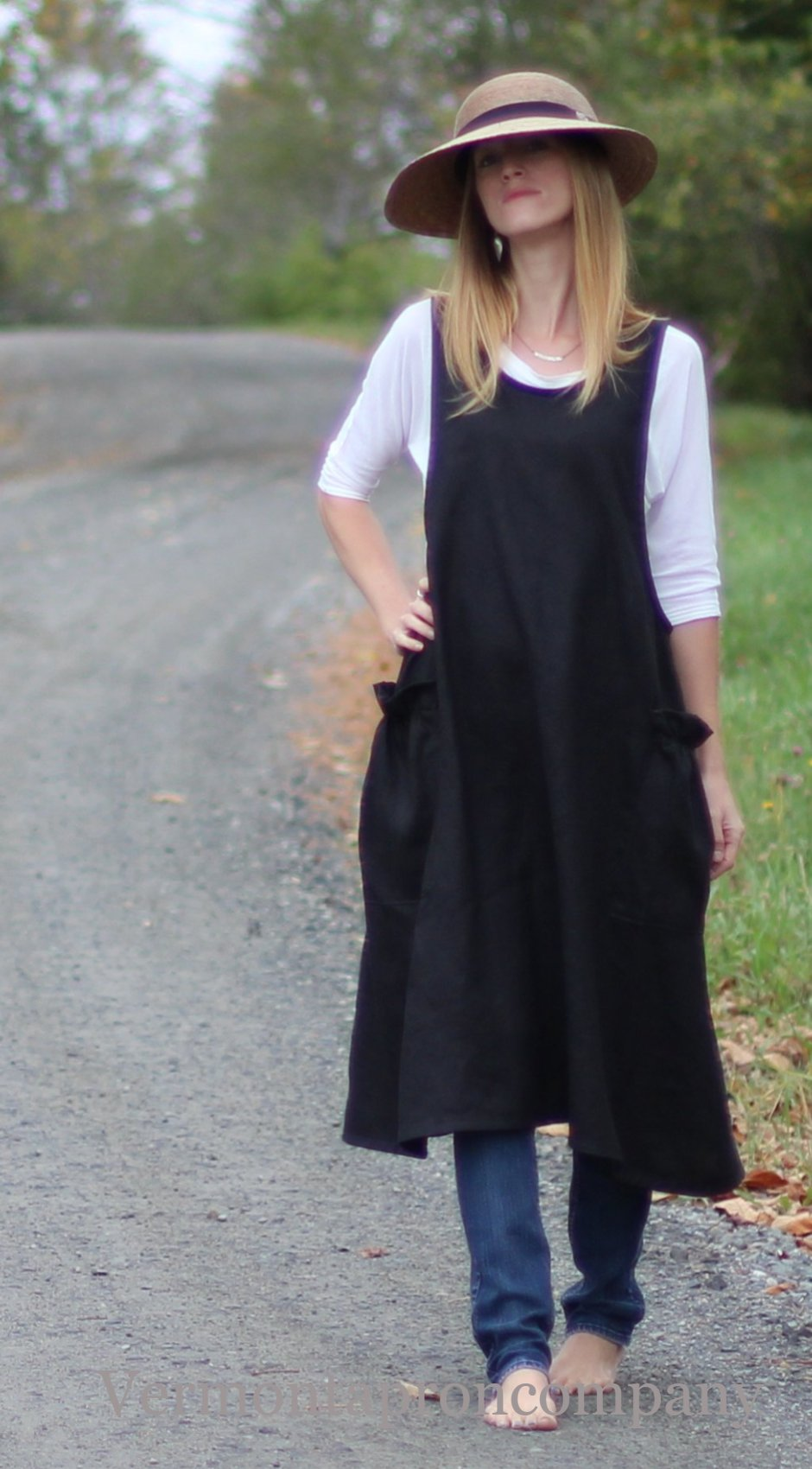 XS-5X No Tie Crossback Apron in Black 100% Flax Linen, front view