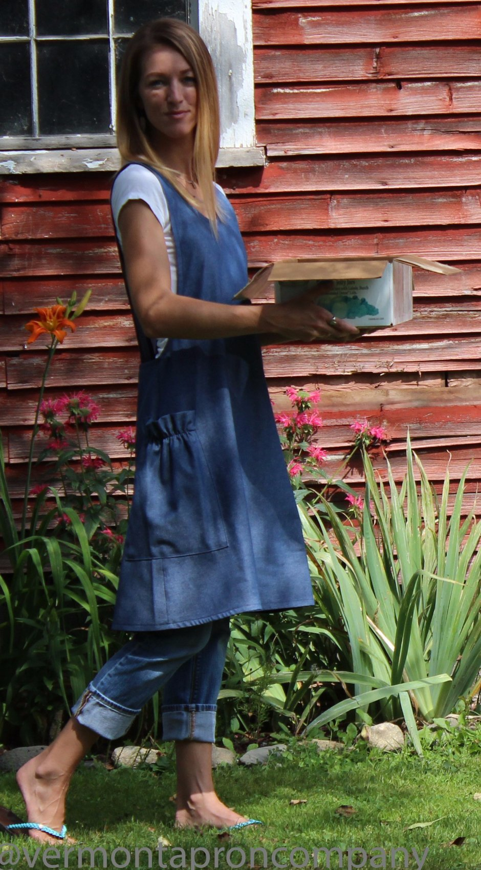XS-5X No Tie Crossback Apron in Navy Denim, side view