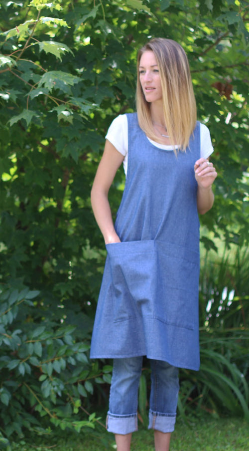 XS-5X No Tie Crossback Apron with Front Pocket in Denim, front view