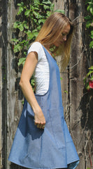 XS-5X No Tie Crossback Apron with Front Pocket in Denim, side view