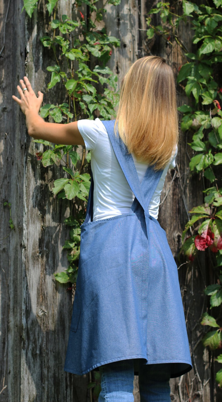 XS-5X No Tie Crossback Apron with Front Pocket in Denim, back view