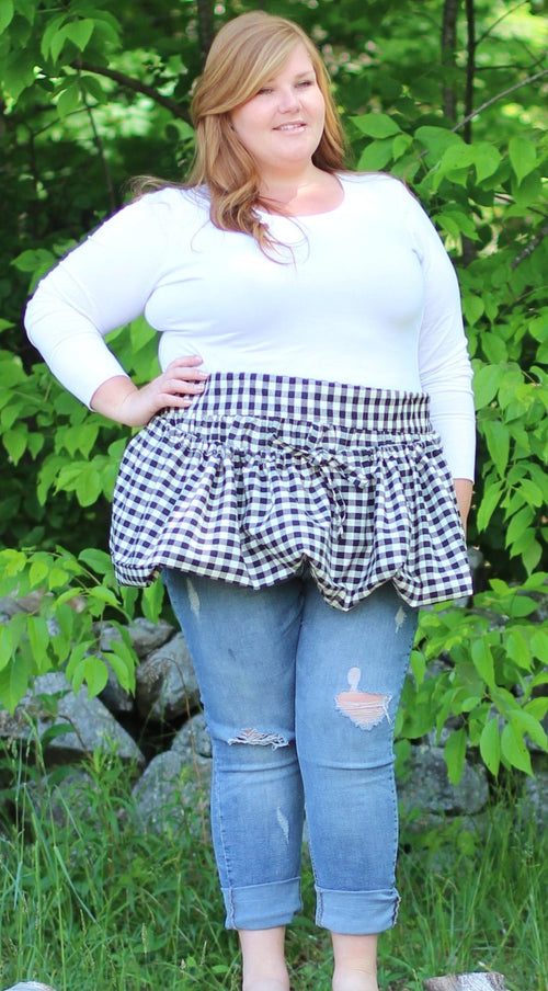 Gathering Apron in Black and White Plaid Homespun in Reg and Plus Size