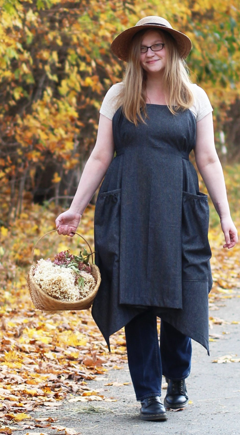 XS-5X Hippy Apron in Black Denim, plus size, front view