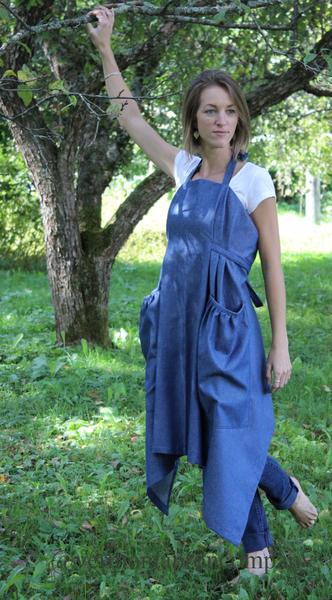 XS-5X Hippy Apron in Dark Blue Denim, front/ side view