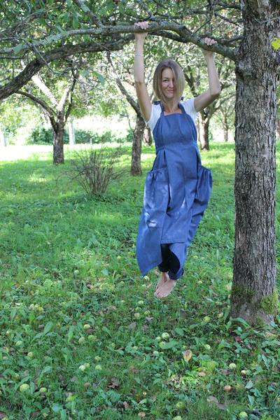 XS-5X Hippy Apron in Dark Blue Denim, front view