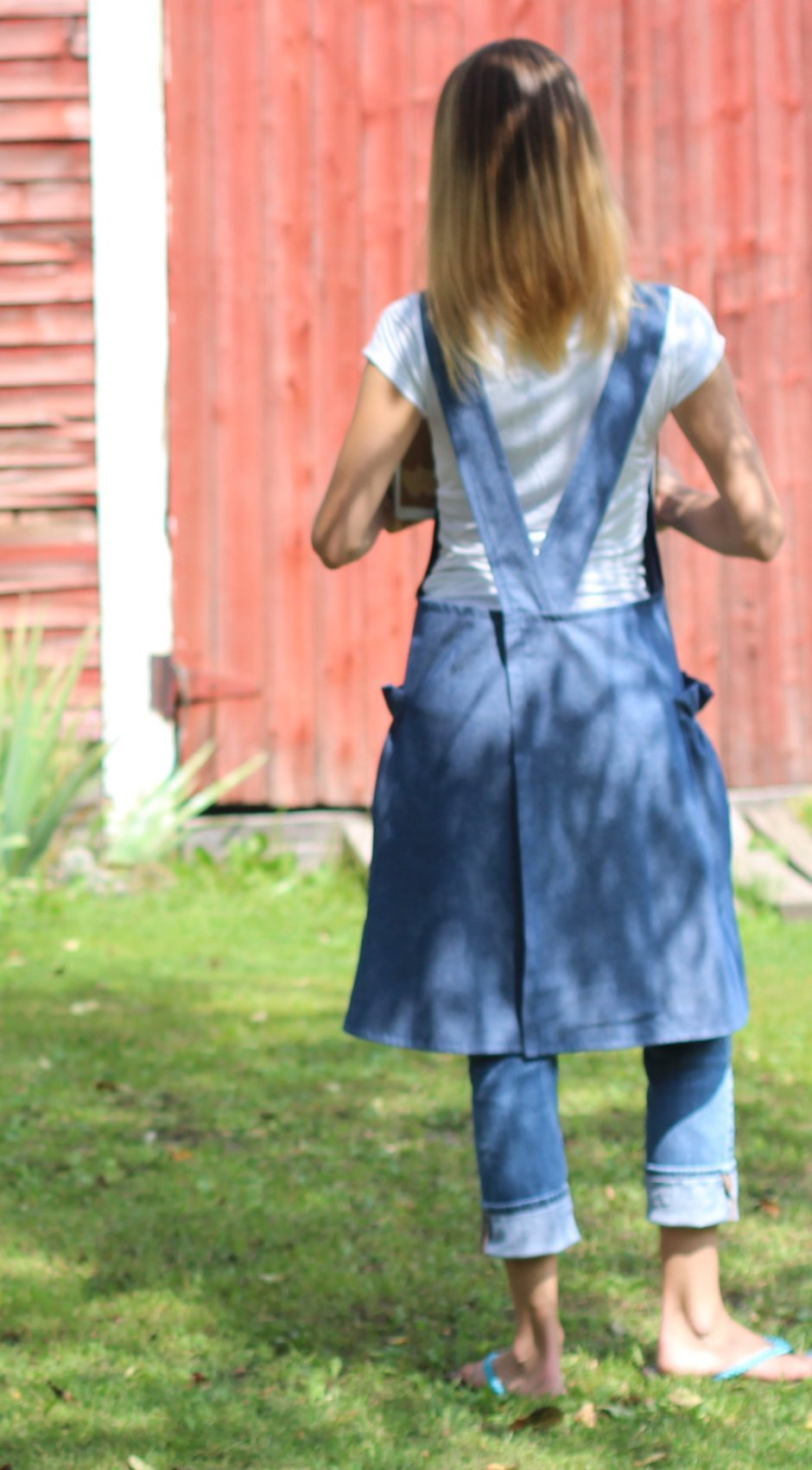 XS-5X No Tie Crossback Apron in Navy Denim, back view