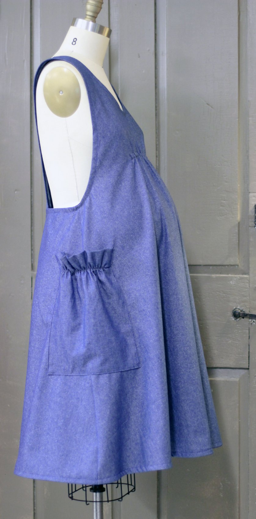 XS-5X No Tie Crossback Apron Maternity Apron in Navy Denim with baby bump, side view