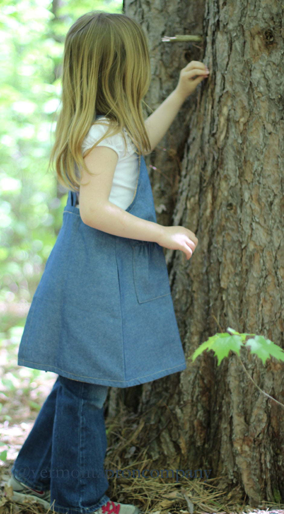 Children's No Tie Apron in Denim with Crisscross Back, side view