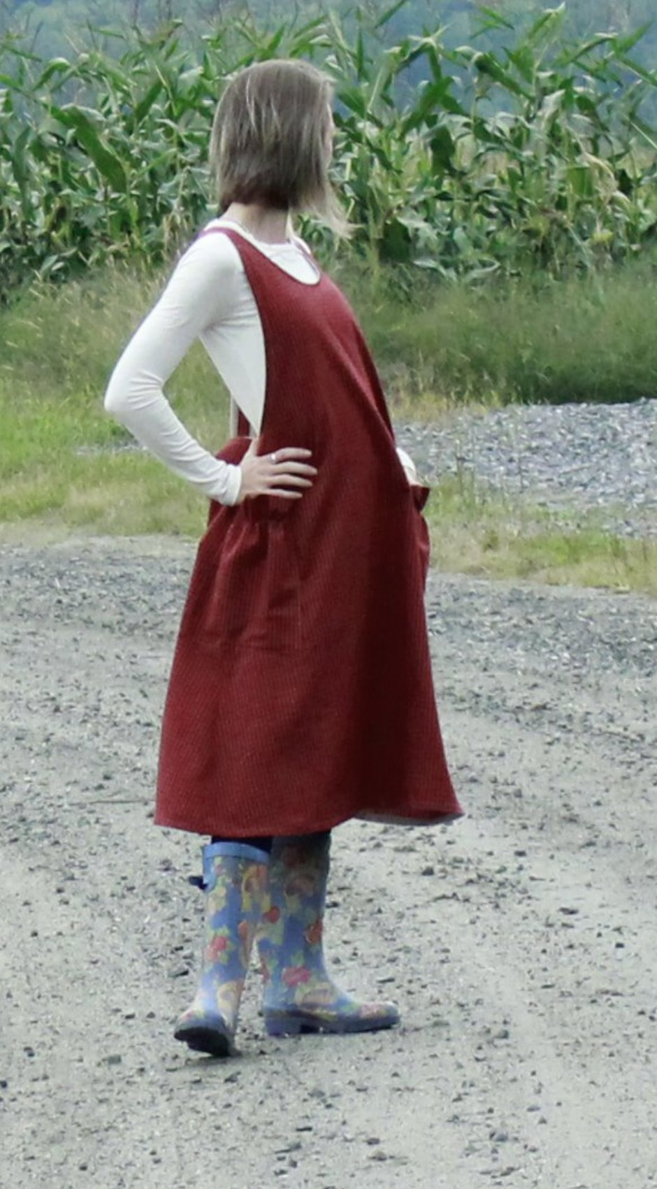 XS-5X No Ties Crossback Apron in Red 100% Cotton Homespun, side view